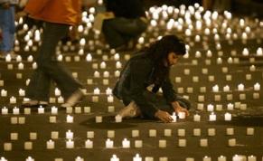 velas-por-los-secuestrados-afp-bogota-dic-20-07.jpg