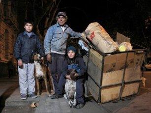 Foto de familia de cartoneros en todoarquitectura.com